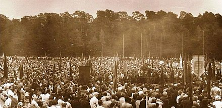 Anti-Soviet rally in Vingis Park of about 250,000 people. Sajudis was a movement which led to the restoration of an Independent State of Lithuania. Mitingas Vingio parke Vilniuje 1988 m. (2).jpg