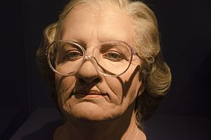 Immagine MoMI NYC - Mrs. Doubtfire mask (14886101309).jpg.