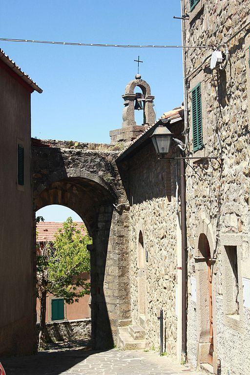 Montegiovi, Cappella e Porta di Sant'Elena
