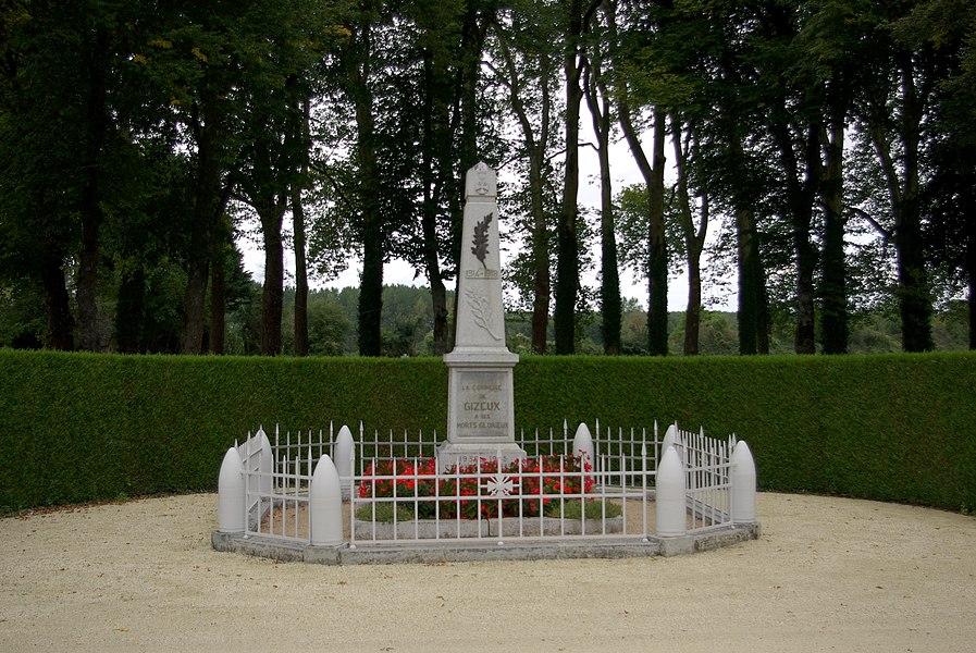 Monument aux morts de Gizeux. La Commune de GIZEUX à ses morts Glorieux 1939-1945 M. Chaumin C. Beneston K. Moreau E. Plaçais A. Dupuis  E. Contades