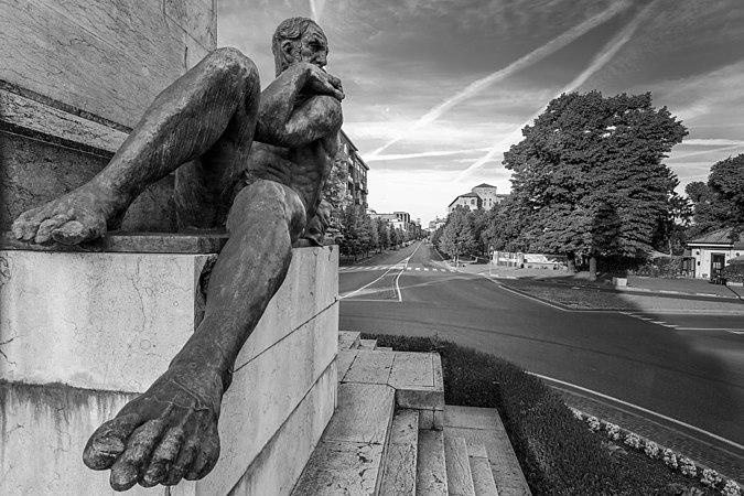 Monumento ai Pontieri 1.jpg