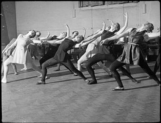 Morley College - A classical dance class at Morley College in 1944