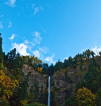 Multnomah Falls - Image: Multnomah Falls upper falls and sky