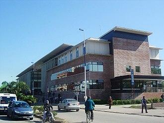 Ezeiza, Buenos Aires - Image: Municipalidad de ezeiza edificio