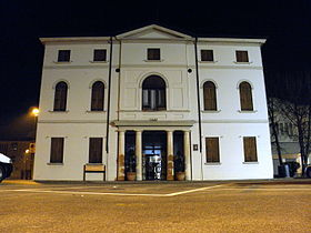 Municipio at night (Campodarsego).JPG