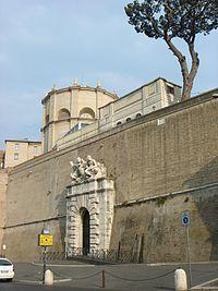 Mura vaticane - ingresso ai Musei 00410.JPG