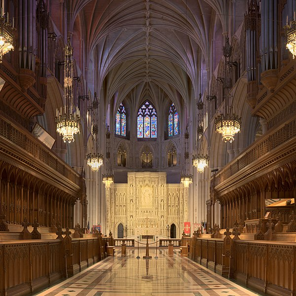Archivo:National Cathedral Sanctuary Panorama.jpg