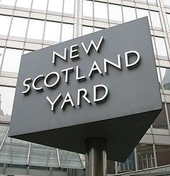 New Scotland Yard semnează 3.jpg