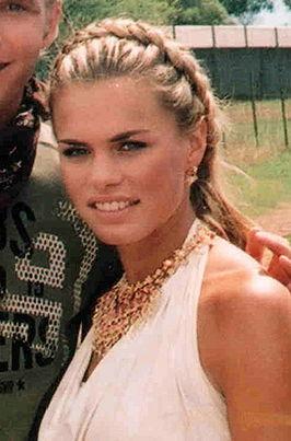 Nicolette van Dam als Bionda in ZOOP in Afrika