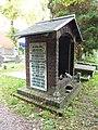Nijmegen begraafplaats Daalseweg, kapel met links lijst kinderslachtoffers 22-02-44.JPG