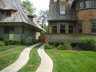 Walter Gale House - By suburban American standards the Gale House is quite close to other structures. The house on the left is another Frank Lloyd Wright building, the Thomas H. Gale House.