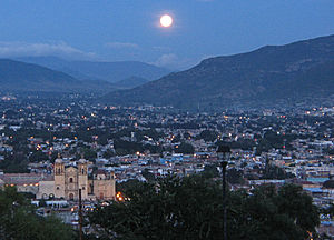 Centro District - Image: Oaxaca at night