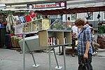Offener Bücherschrank am Brunnenmarkt in Wien