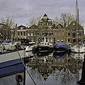 """Overzicht gedeelte haven en op de achtergrond pakhuis """"Elckerlijc"""" - Vlaardingen - 20382015 - RCE.jpg"""