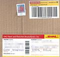 Päckchenaufkleber mit Briefmarke, DHL 2015.jpg