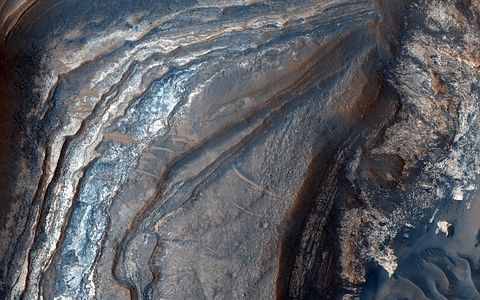 PIA14455 - Light-Toned Layering in a Labyrinthus Noctis Pit.jpg