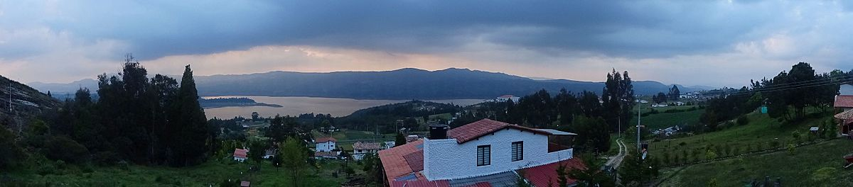 Panorama Tomine Reservoir seen from Guatavita.jpg