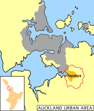 Papakura District - Papakura district (boundary red, urban area orange) in relation to the Auckland metropolitan area (grey)