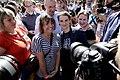 Parada Ponosa Beograd 2017, Ana Brnabić sa učesnicima.jpg