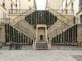 Passage avec une fontaine et des escaliers rue Rollin.jpg