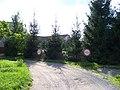Peluněk, K Radotínu, cesta k domům čp. 282 a 281.jpg