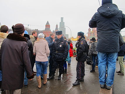 People came to the side of Boris Nemtsov's murder (2015-02-28; 23).JPG