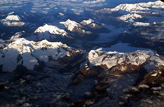 Pukarahu (Huari) - Aerial view of the Cordillera Blanca as seen from the east with Pukarahu in the lower right center