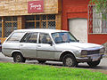 Peugeot 504 2.0 ST Familiar 1979 (10701682493).jpg