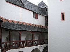 Pfalzgrafenstein Innenhof.JPG