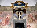 Pfarrkirche Loretokapelle - Tafelkreuz mit Heiligenfresken.jpg