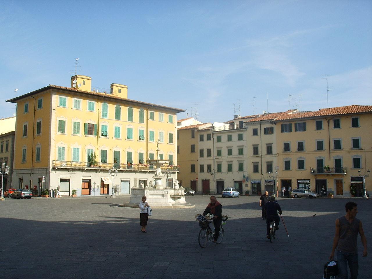File piazza del duomo prato jpg wikimedia commons for Piazza duomo prato