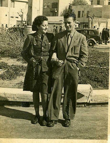 חנה סנש ואחיה גיורא