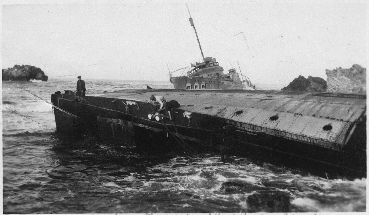 File:Point Honda Shipwreck Site September 8, 1923, Santa Barbara Co.,  California. Section 2, U.S.S. Woodbury On Beach.   NARA   295445