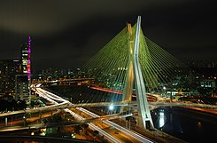 Most Octavio Frias de Oliveira Bridge noću