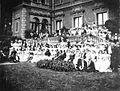 Portret zbiorowy gości weselnych na ślubie Anny Branickiej z Juliuszem Tarnowskim 1897.jpg
