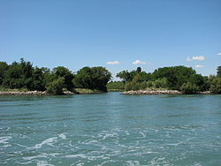 Poveglia canal between Islets.jpg