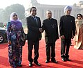 Pranab Mukherjee and the Prime Minister, Dr. Manmohan Singh with the President of the Republic of Maldives, Mr. Abdulla Yameen Abdul Gayoom and Mrs. Fathimath Ibrahim, at the Ceremonial Reception, at Rashtrapati Bhavan.jpg