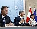 Pressekonferenz Hochwasser (8934988990).jpg