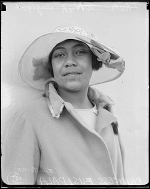 ʻElisiva Fusipala Taukiʻonetuku (1912–1933) - Image: Princess Fusipala of Tonga wearing a hat and coat, New South Wales, August 1926