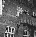 Prinses Beatrix en Claus bezoeken Hitzacker. Prinses Beatrix op het balkon, Bestanddeelnr 918-2549.jpg