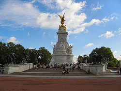 Queenvictoriamonument.jpg