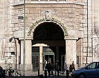 Rathaus Charlottenburg Eingang Stadtbücherei.jpg
