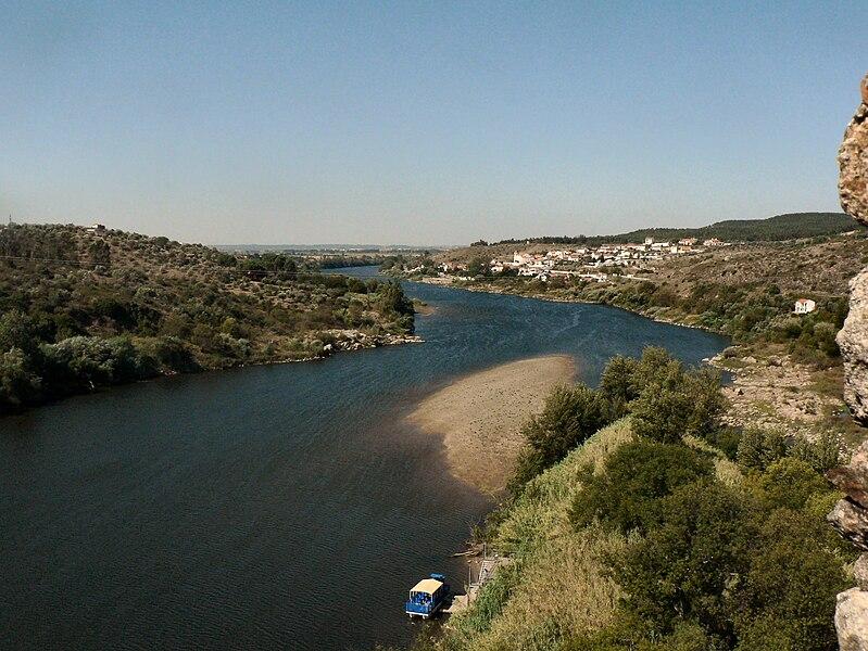 Image:Rio Tejo e Tancos visto do Castelo de Almourol.JPG
