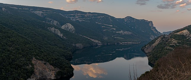 River Aliakmonas early in the evening.jpg