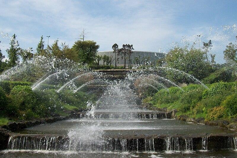 File roma eur cascata del laghetto e palazzo dello sport for Cascata laghetto