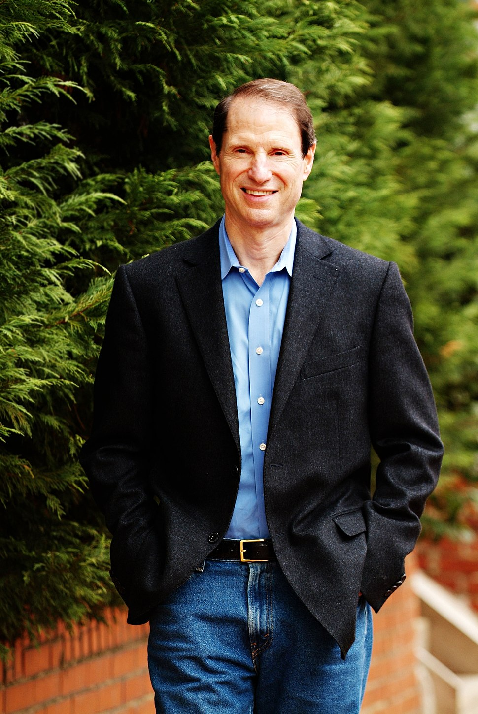 Ron Wyden walking, 2005