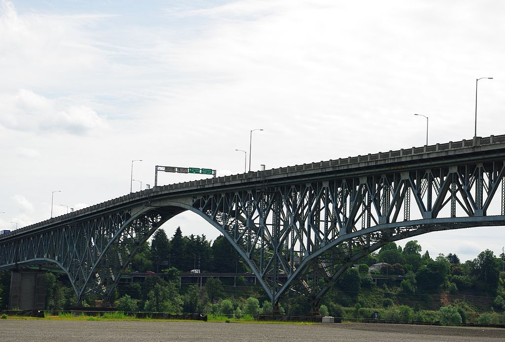 Ross Island Bridge May 2014 close - Portland, Oregon