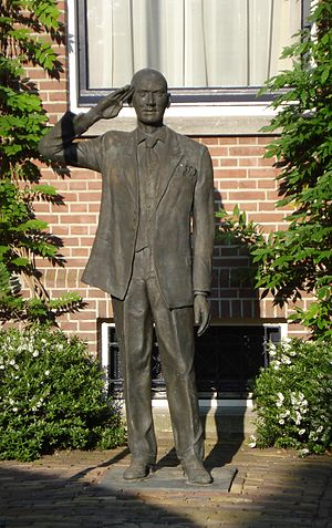 Pim Fortuyn - After his death a statue was placed at his home in Rotterdam