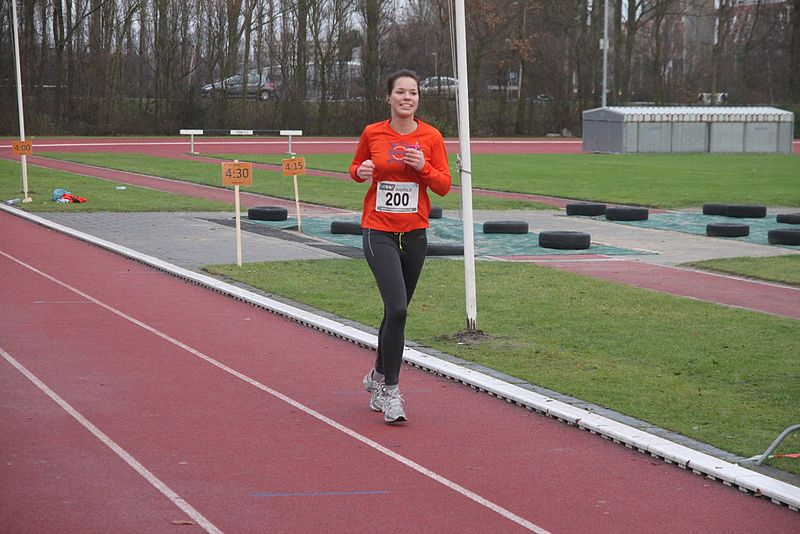 File:Running woman with matchnumber.JPG