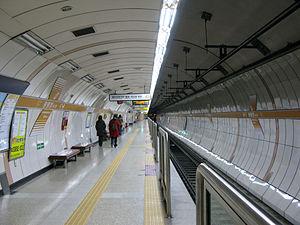 Gwangheungchang Station - Image: SMRT Seoul Subway Line 6 Gwangheungchang Station